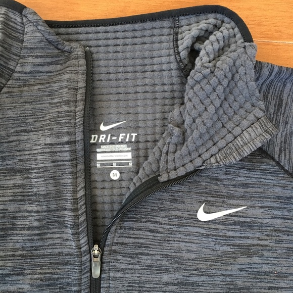 6bacce755538 NWT- NIKE Element Half Zip Long Sleeve thermal